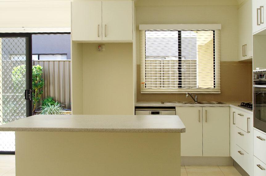 Villa64_kitchen_halliday