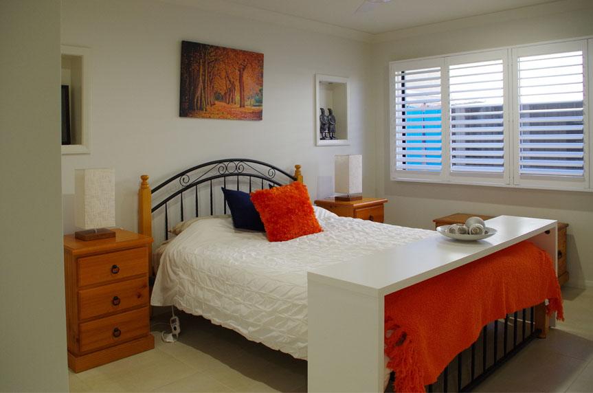 V187_Bedroom2_Hallidays